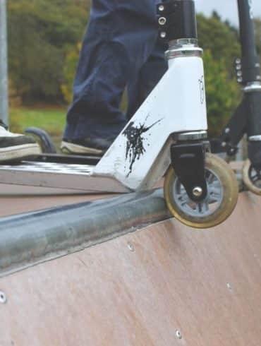 Comment monter les roues d'une trottinette freestyle