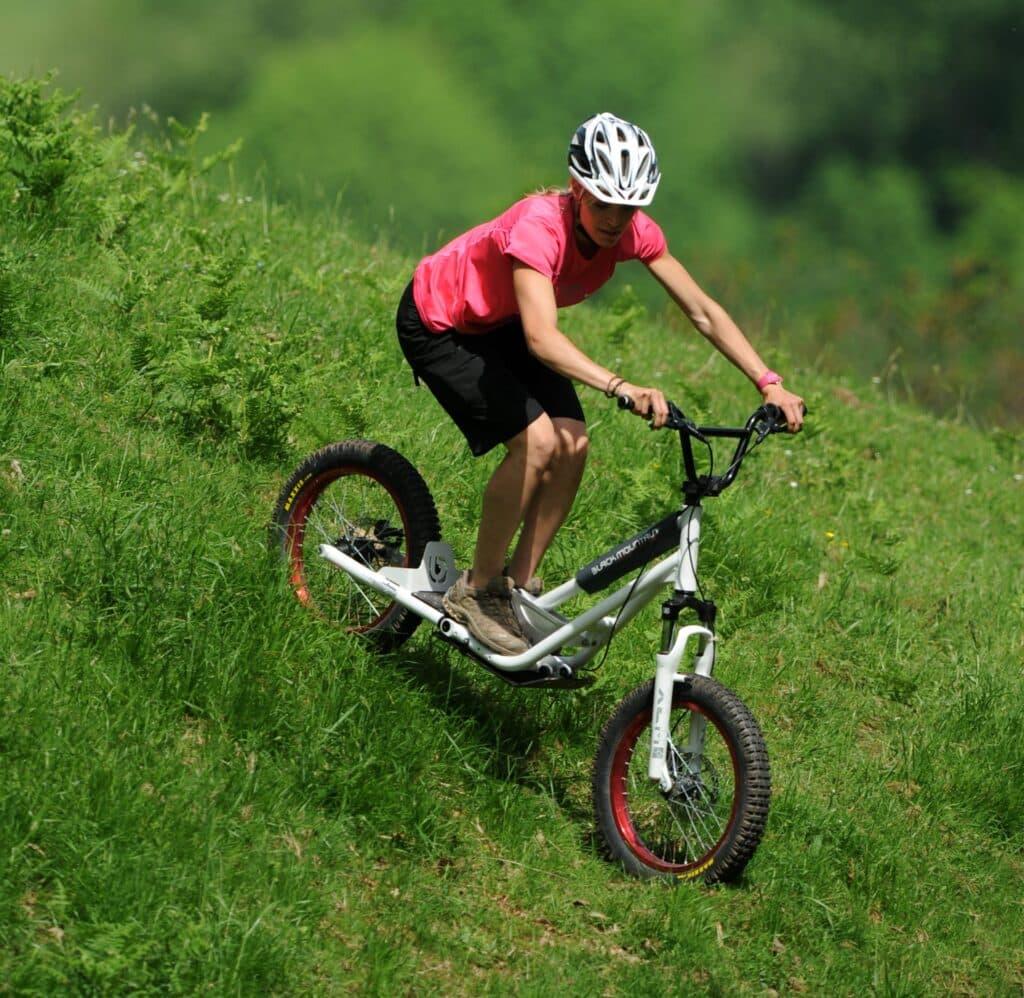 Trottinette tout terrain : plutôt grandes roues, cross ou dirt ?