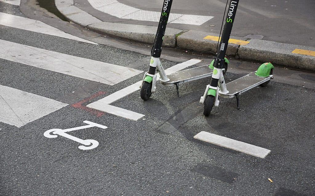 Sigle du parking pour trottinette à Paris